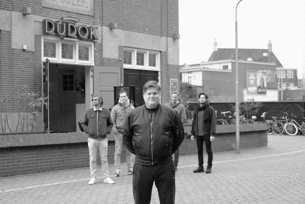 Tilburgse scene: Milo van Buijtene van Draaimolen voor Dudok